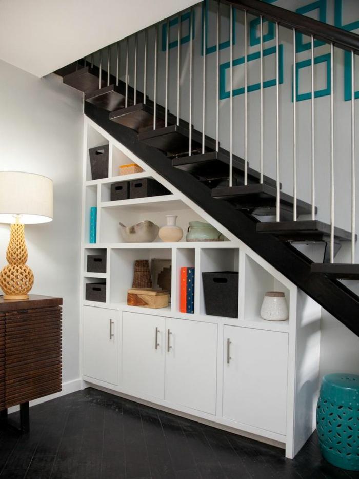 bucherregal unter der treppe design idee