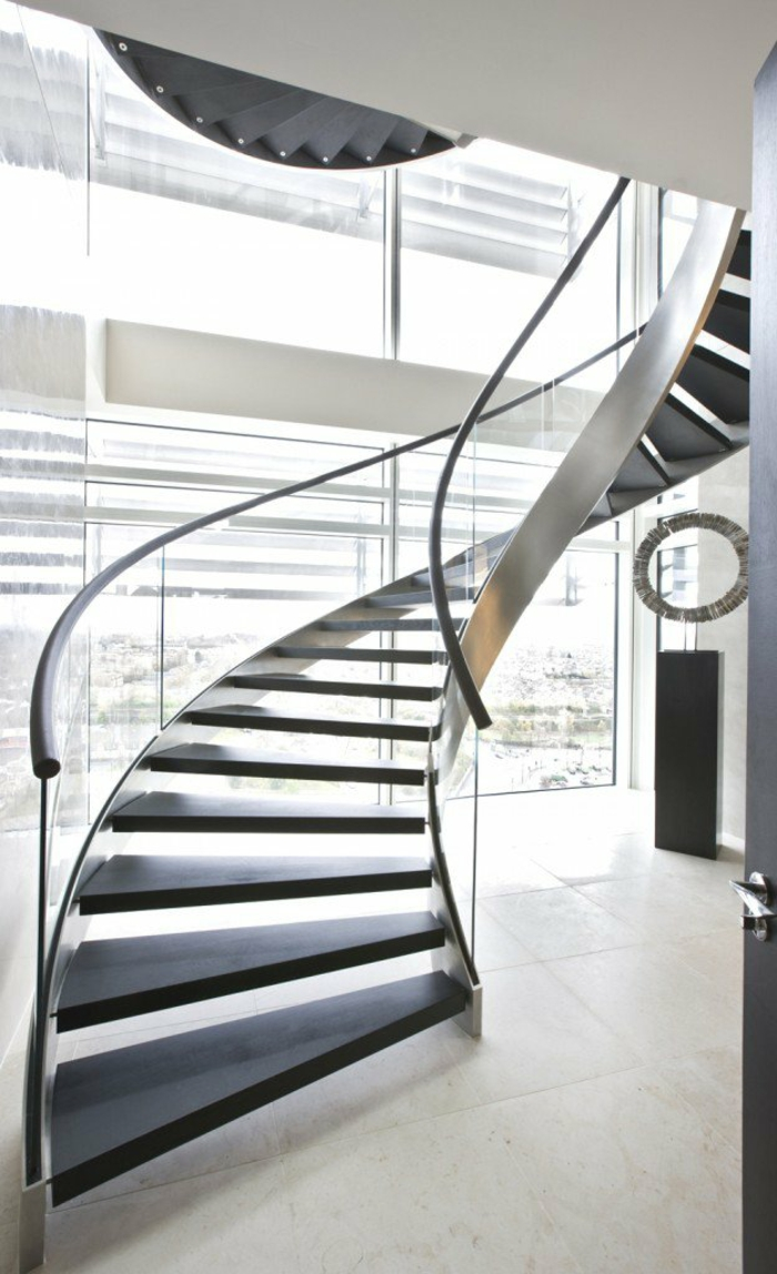 Treppenhaus Gestalten Spiralenförmig Stahl Dunkles Holz