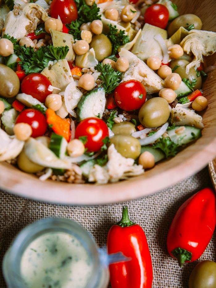 veganes essen frischer salat kiechererbsen