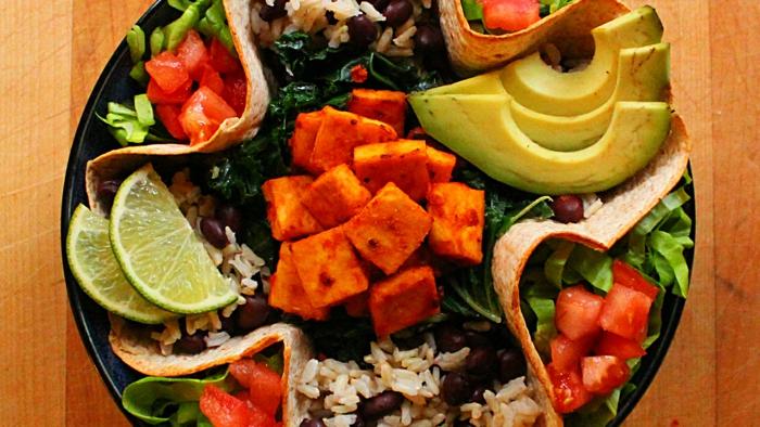veganes essen gesund reis bohnen früchte gemüse