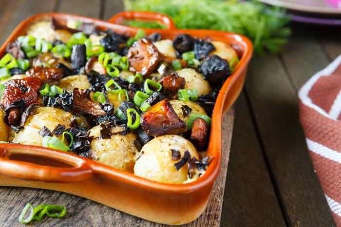 veganes essen rezepte überbackene kartoffel pilze frühlingszwiebeln