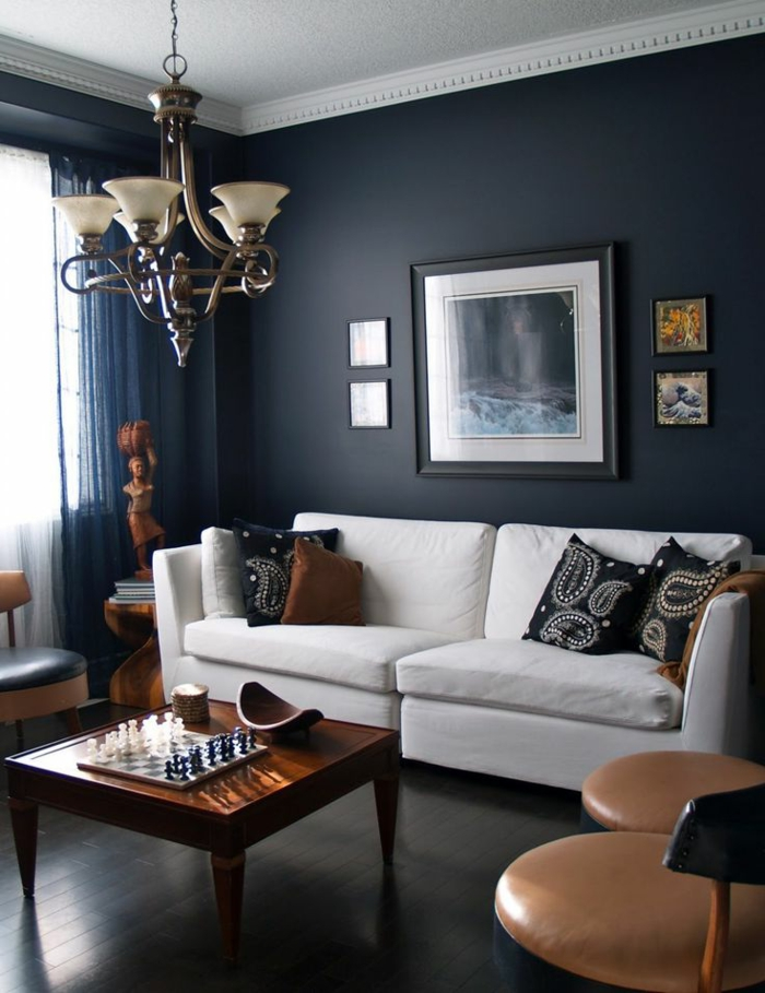 wände gestalten dunkle schattierungen weißes sofa wohnzimmer