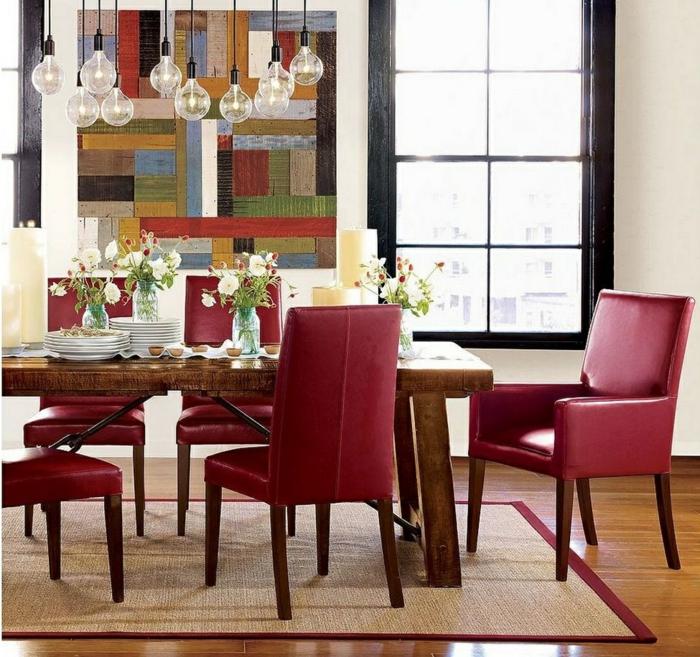 wandgestaltung ideen esszimmer rote stühle pendelleuchten teppich