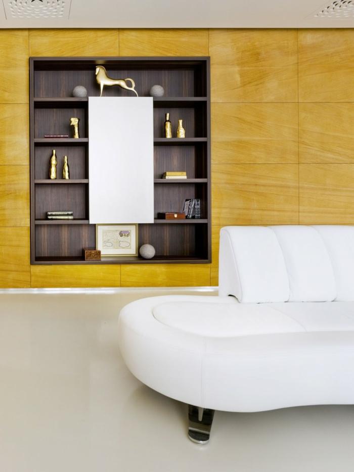 wandgestaltung ideen wohnzimmer weißes sofa gelbe paneele