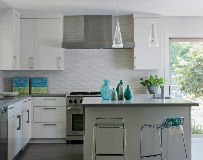 wandgestaltung küche fliesen geometrische wandfliesen dunkle bodenfliesen