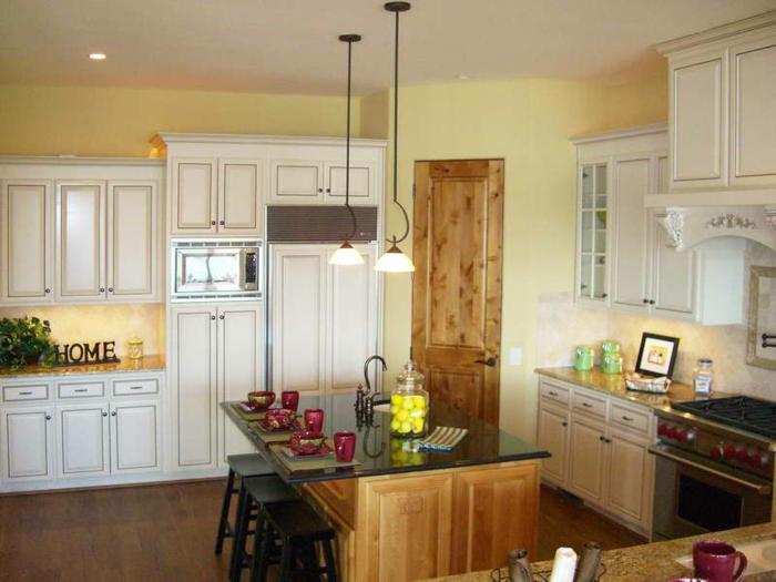 wandgestaltung küche gelbe wandfarbe weiße küchenschränke kücheninsel