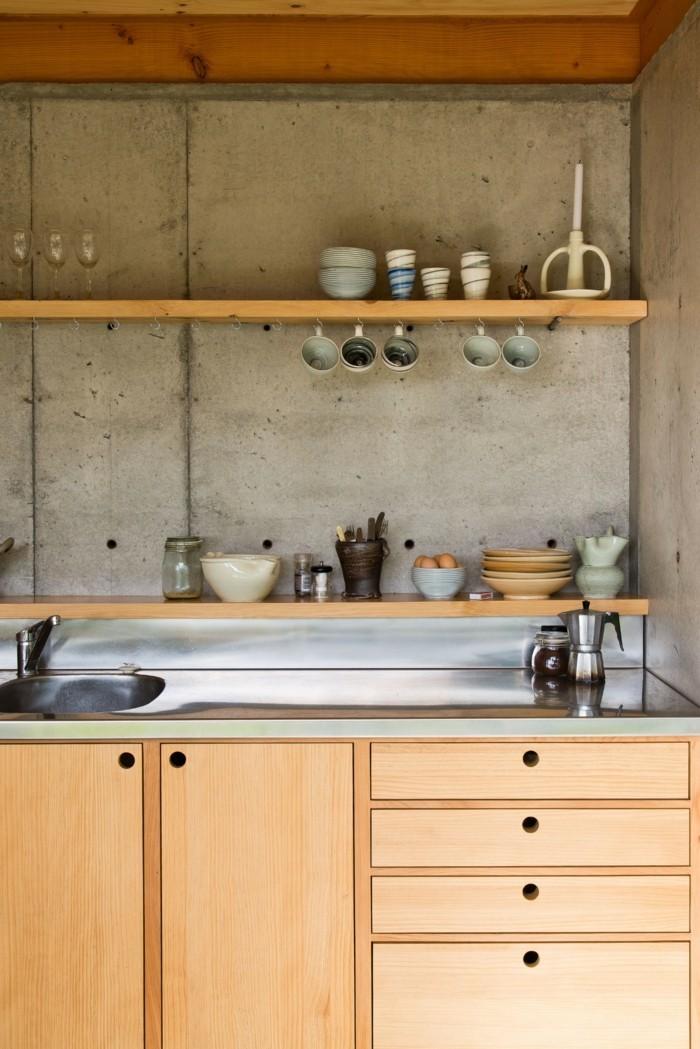wandgestaltung küche in betonoptik mit hölzernen küchenschränken kombinieren