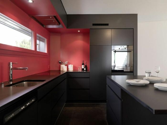 wandgestaltung küche rote wandfarbe schwarze küchenschränke