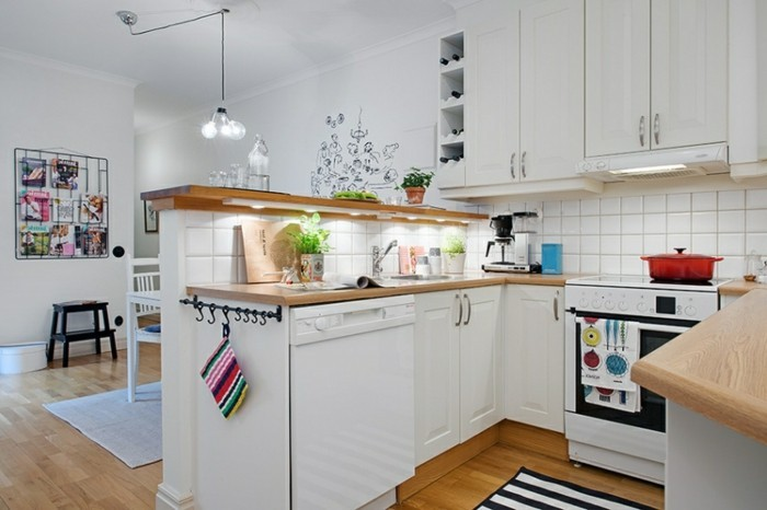 wandgestaltung küche weiße wandfliesen und frische wanddeko