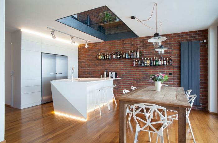 wandgestaltung küche ziegelwand beleuchtete kücheninsel rustikaler esstisch