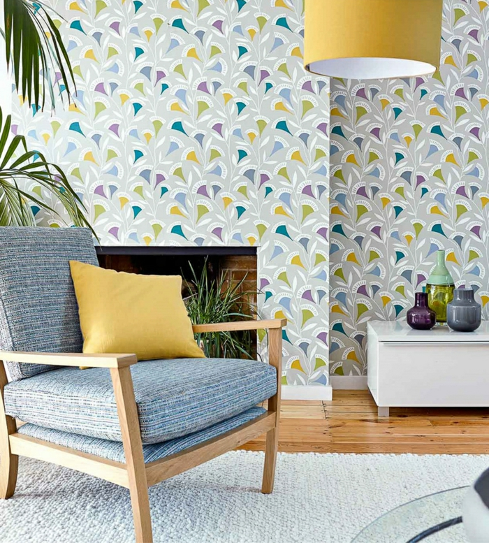 wohnzimmer-tapeten-ideen-florale-tapetenmuster-und-pflanzen-kombinieren