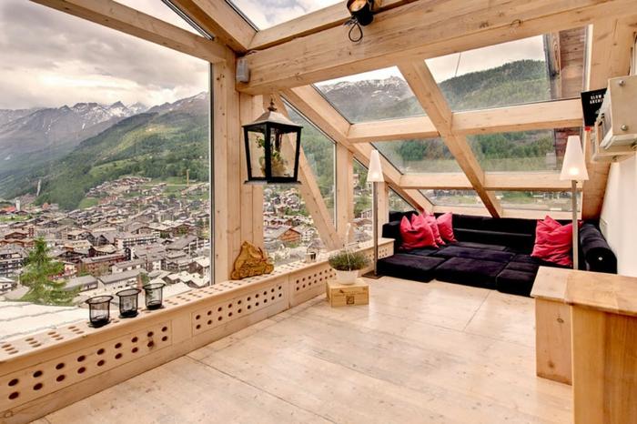 zimmer dekorieren schweiz bergpanorama dachgeschoss