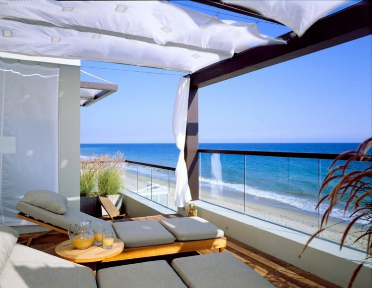 Balkon gestalten Terrassenmöbel Sonnenliege Balkon Ideen