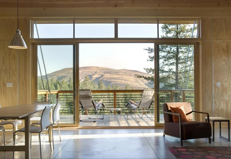 Balkon schön gestalten Balkonideen Ferienhaus mit Balkon