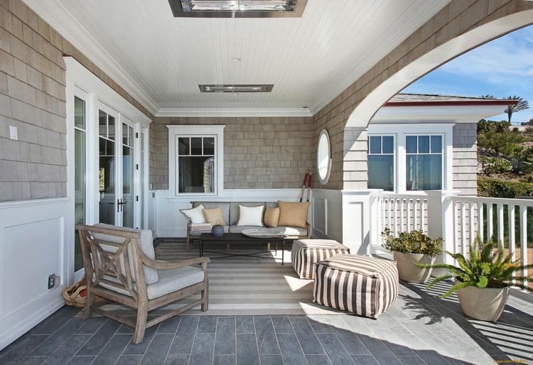 Balkon-schön-gestalten-Balkonideen-mit-pflegeleichten-Balkonpflanzen