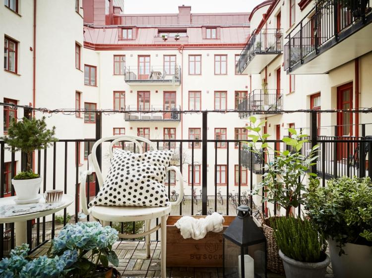 Balkonideen balkon dekorieren pflanzen balkonmöbel für kleinen balkon
