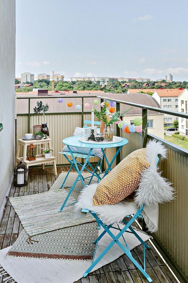 Balkonmöbel für kleinen Balkon klappbar blau Teppichläufer
