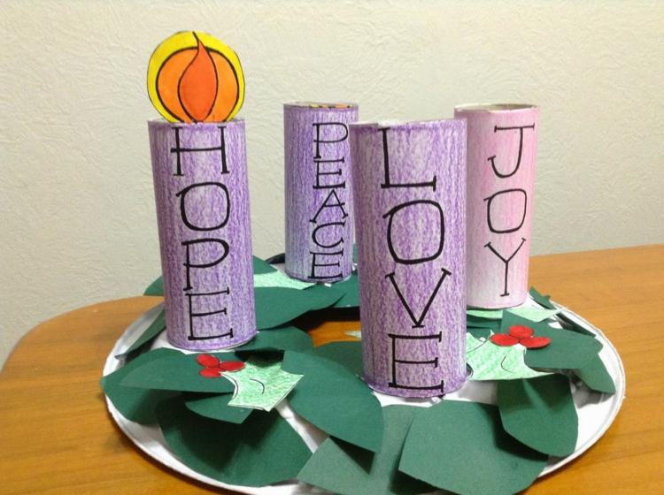 Basteln mit Papier Adventskranz modern schöne Weihnachtsdeko Ideen