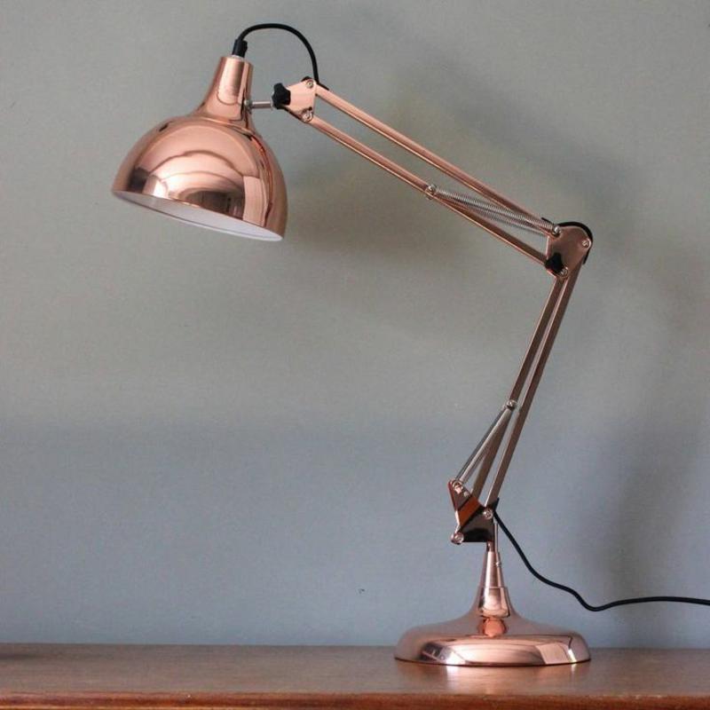 Beleuchtung am Arbeitsplatz moderne büroeinrichtung stehlampe kupfer farbe