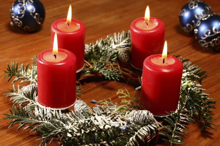 DIY Adventskränze selber machen traditionelle Weihnachtsdeko Ideen