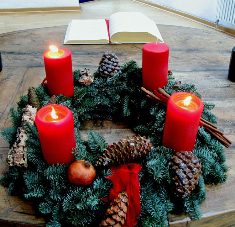 DIY Projekte Weihnachtsdeko traditionelle Adventskränze