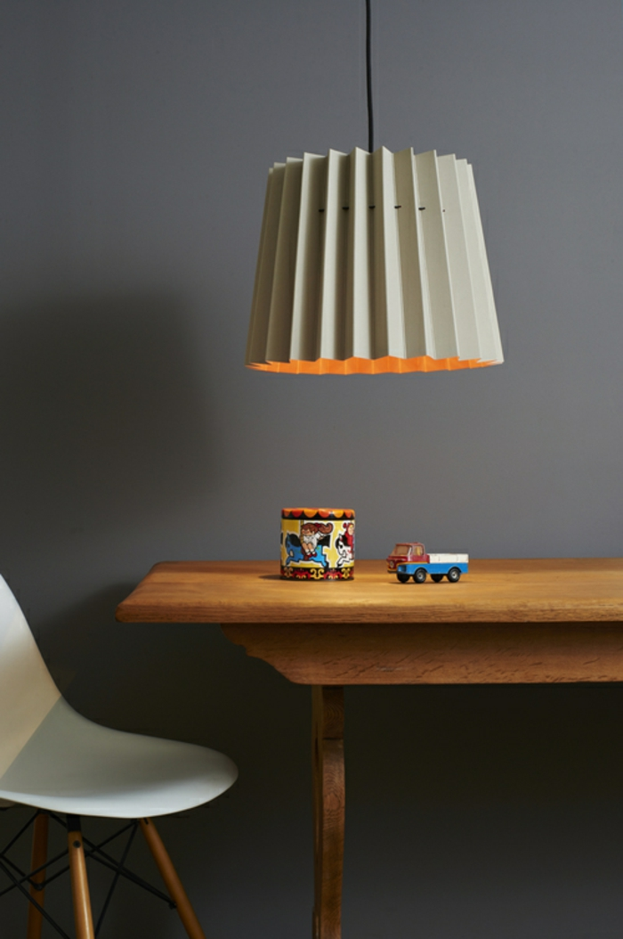 designleuchten weiss orange aurora holz tisch