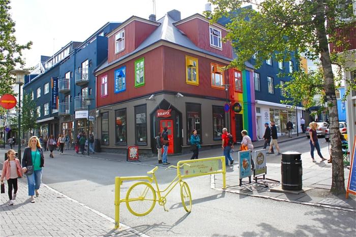 Hauptstadt Island Reykjavík sehenswürdigkeiten straßen farbige häuser