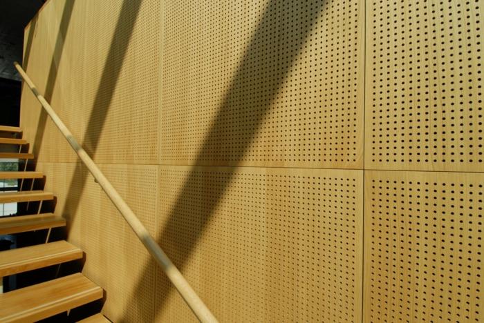 Holzfliesen holzpaneele holzverkleidung fliesen holzoptik wohnideen wangestaltung holz verkleidung waende akustikplatten mit loch