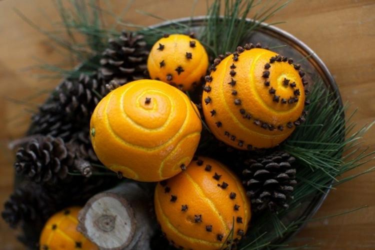 Weihnachtliche Gewürze Nelken Gewürz Zimt Wirkung Weihnachten riecht nach Orangen