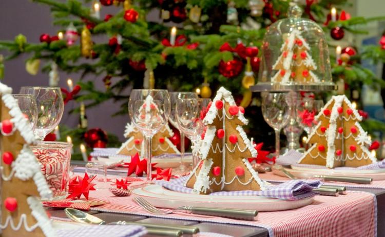 Weihnachtliche Gewürze Nelken Gewürz Zimt Wirkung festliche Tischdeko ideen