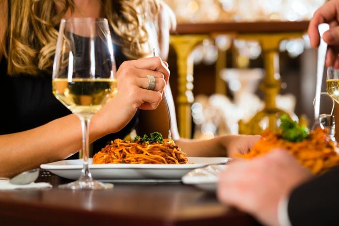abnehmen ohne hungern tipps restaurant paar