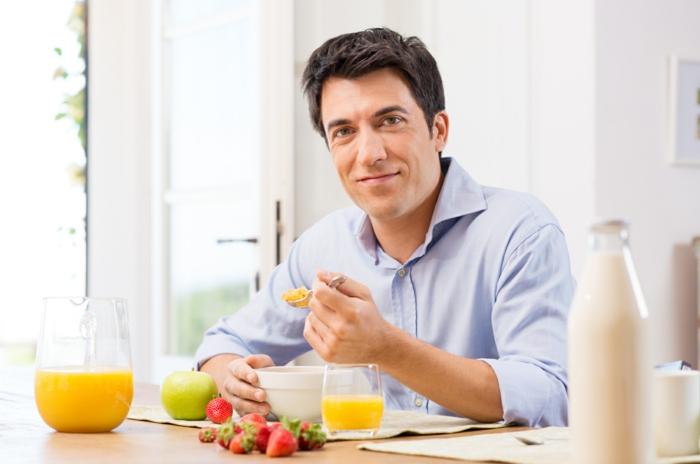 abnehmen ohne zu hungern mann frühstück
