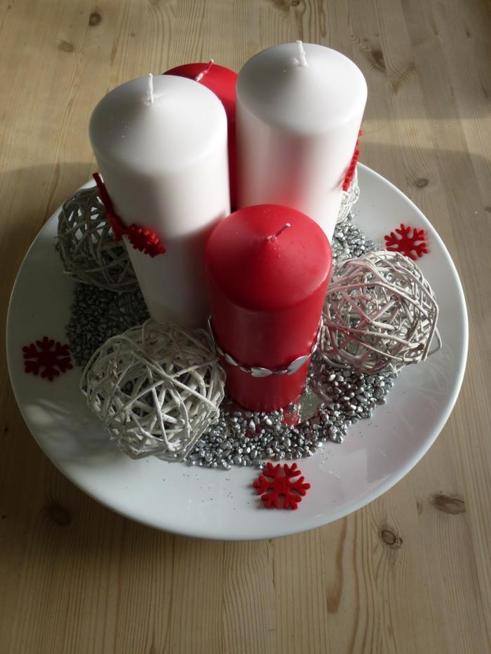 adventskranz modern kerzen rot weiß dekoideen weihnachten
