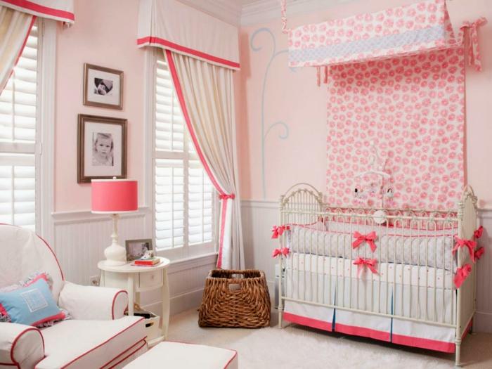 babybett kaufen babyzimer einrichten schöne muster lange gardinen aufbewahrungskorb