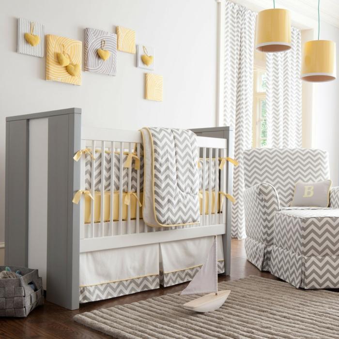 babybett kaufen gitterbett design matratzen bettwäsche gelbe hängelampen