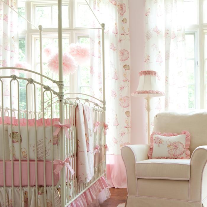 babybett kaufen mädchen babyzimmer gestalten rosa creme farbnuancen