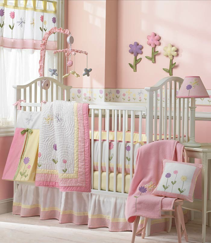 babybett kaufen schöne bettwäsche rosa akzente