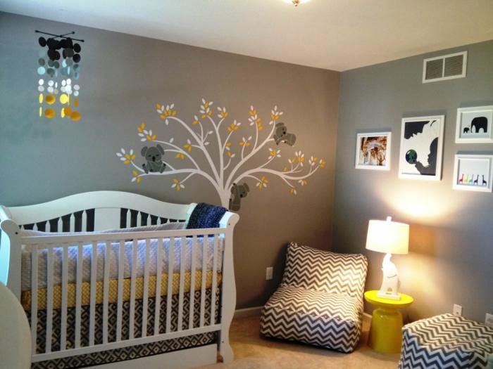 babybetten design babyzimmer wandtattoo baum möbel zig zag muster