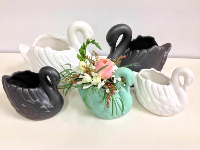 blumenkübel zimmerpflanzen blumen übertöpfe vasen porzellan schwäne