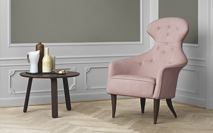 dänisches design skandinavische möbel rosa sessel runder beistelltisch gubi