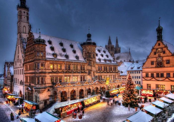 die schönsten  weihnachtsmärkte rathaus schnee