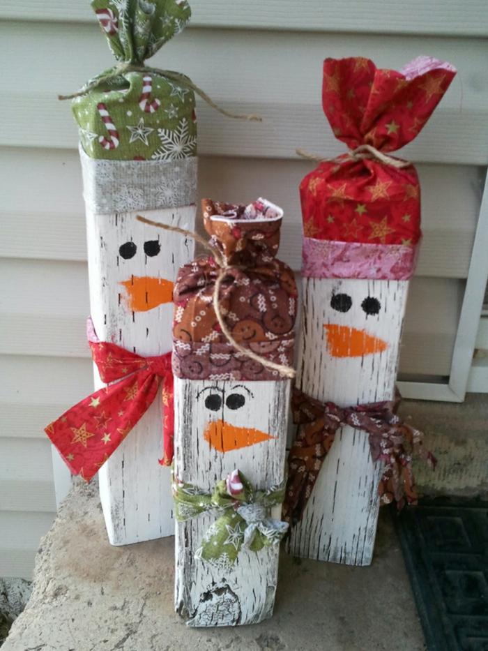 diy deko ideen weihnachten adventszeit schneemänner selber basteln bunte stoffe geschenkpapier