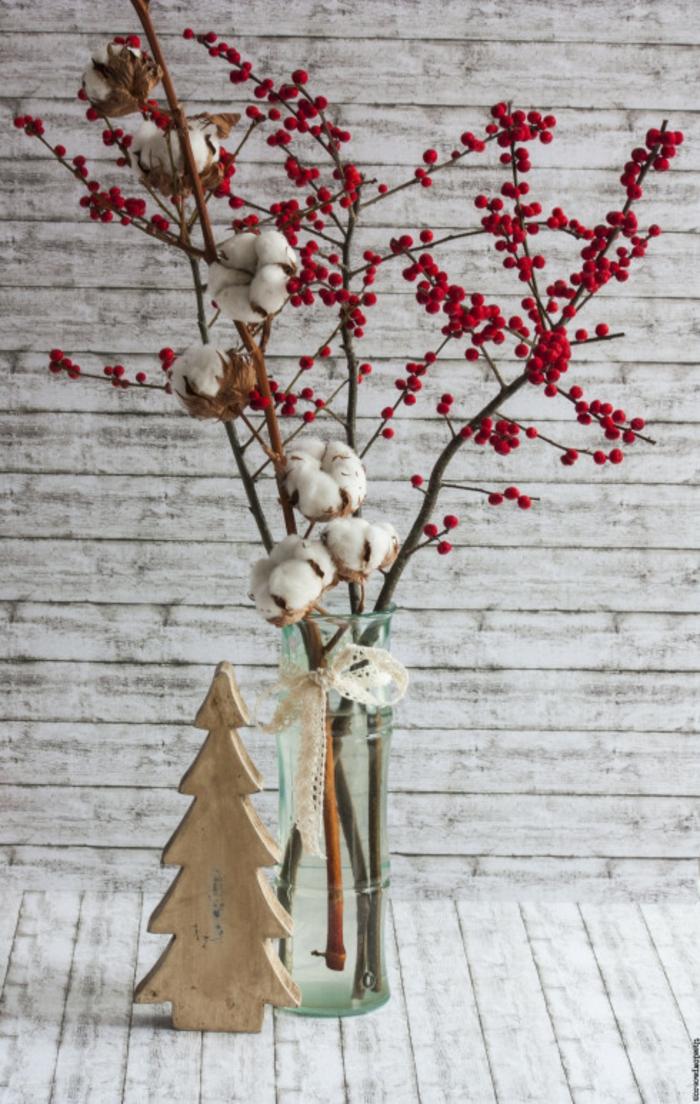 diy deko ideenweihnachten adventszeit tischdekoration baumwolle rote beeren zweige