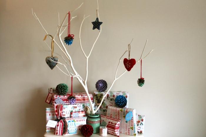 diy deko ideen weihnachten adventszeit zweige tannenzapfen filz christbaumschmuck