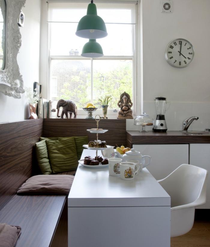 eckbank kleines esszimmer gestalten weißer tisch fensterdeko