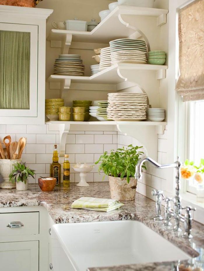 eckregale küche offen weiße wandfliesen pflanzen
