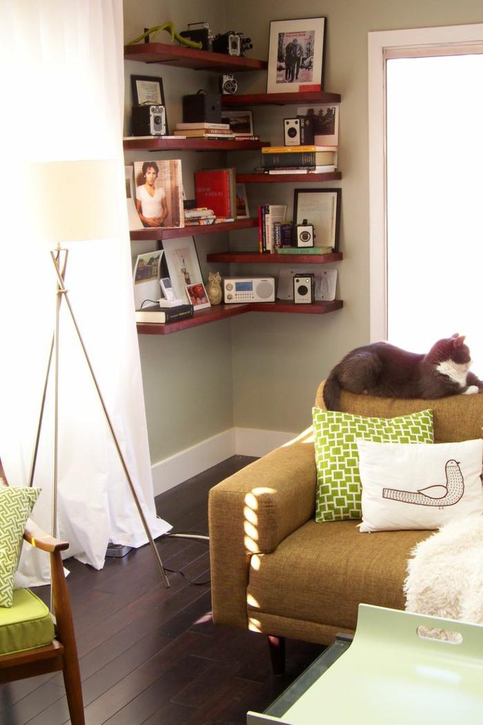 eckregale offen hellgrüne wandfarbe weiße gardinen wohnzimmer gestalten