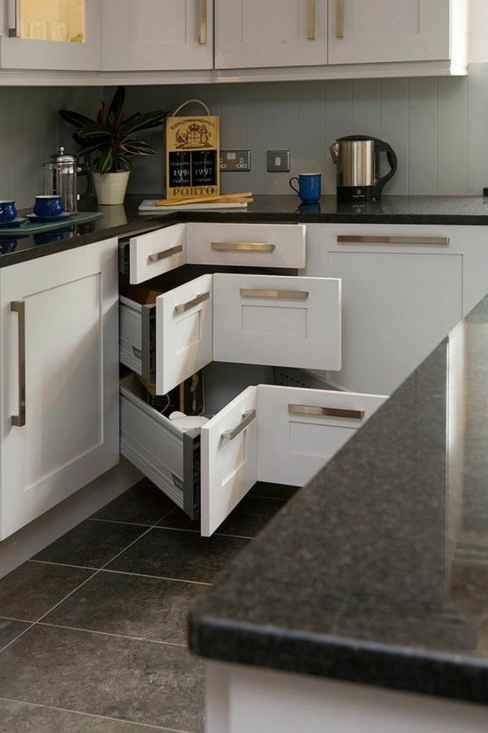 eckschrank küche küchenmöbel dunkle bodenfliesen küchenideen stauraum