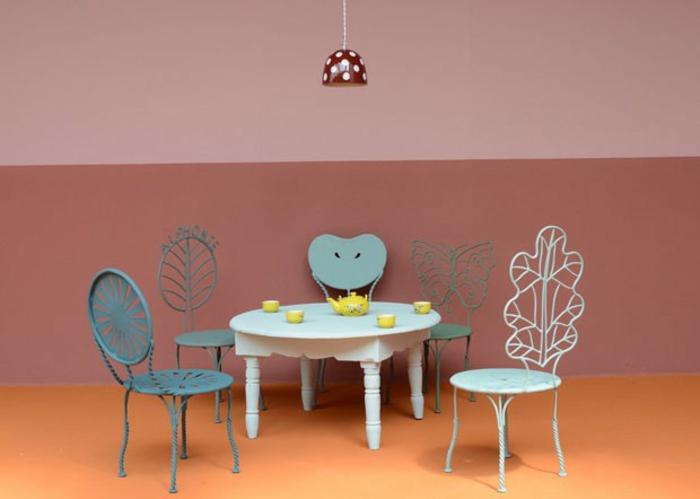 einrichtung kinderzimmer Agnès Emery schmiedeeisen stühle runder tisch