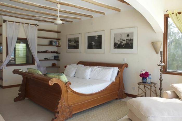 einrichtungsideen schlafzimmer bett design offene wandregale holzbalken blumen
